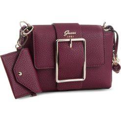 Torebka GUESS - HWVG70 95180 BUR. Czerwone torebki do ręki damskie Guess, ze skóry ekologicznej. Za 499.00 zł.