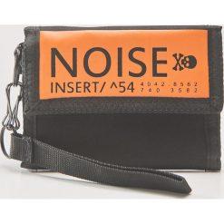 Portfel z napisem noise - Czarny. Czarne portfele męskie House, z napisami. Za 39.99 zł.