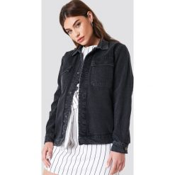NA-KD Kurtka jeansowa z dużymi kieszeniami - Black. Czarne kurtki damskie NA-KD Trend, z jeansu. Za 283.95 zł.