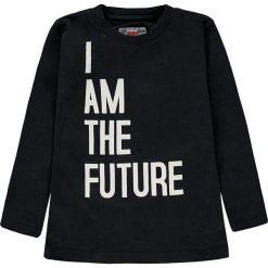Koszulka w kolorze czarnym. T-shirty dla chłopców marki Reserved. W wyprzedaży za 19.95 zł.