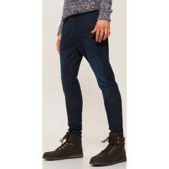 Jeansy slim fit - Granatowy. Niebieskie jeansy męskie House. Za 129.99 zł.