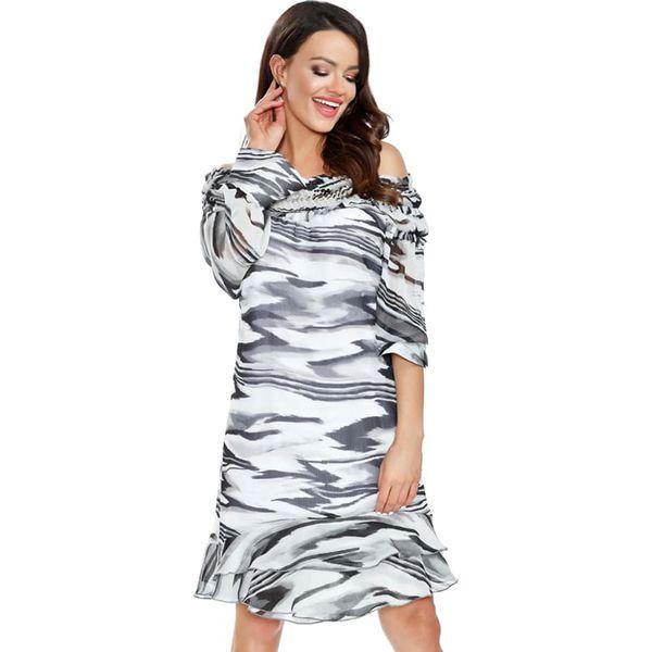 c765dc29d Sukienka w kolorze czarno-białym ze wzorem - Sukienki damskie marki ...