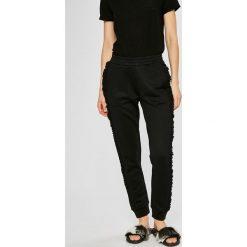 Guess Jeans - Spodnie. Szare jeansy damskie Guess Jeans. Za 369.90 zł.