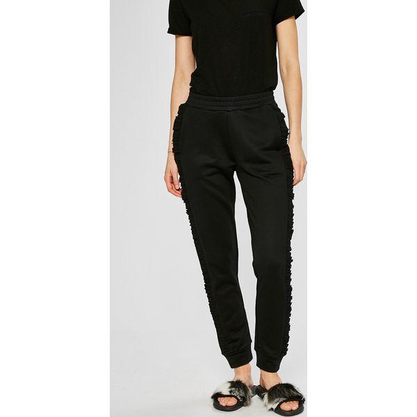 b2c58d0bb42fe Guess Jeans - Spodnie - Jeansy damskie marki Guess Jeans. W wyprzedaży za  239.90 zł. - Jeansy damskie - Spodnie i legginsy damskie - Odzież damska -  Dla ...