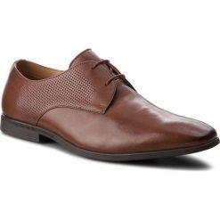 Półbuty CLARKS - Bampton Walk 261354217 British Tan Leather. Brązowe eleganckie półbuty Clarks, z materiału. W wyprzedaży za 259.00 zł.
