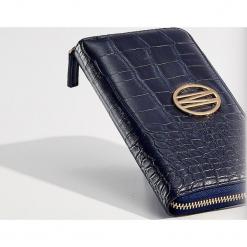Portfel z wytłoczonym wzorem - Granatowy. Niebieskie portfele damskie Mohito. Za 59.99 zł.