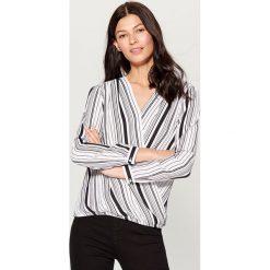 Kopertowa koszula - Biały. Białe koszule damskie Mohito, z kopertowym dekoltem. W wyprzedaży za 59.99 zł.