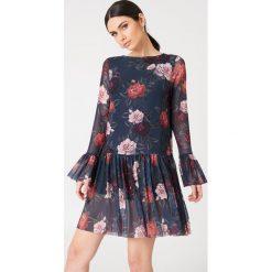 NA-KD Siateczkowa sukienka z okrągłym dekoltem - Multicolor,Navy. Sukienki damskie NA-KD Trend, z okrągłym kołnierzem. Za 72.95 zł.