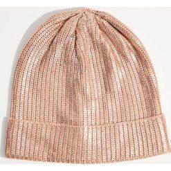 Czapka z metalicznym połyskiem - Różowy. Czerwone czapki i kapelusze damskie Mohito. Za 39.99 zł.