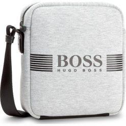 Saszetka BOSS - Pixel JN NS Zip 50379372 Medium Grey 031. Szare saszetki męskie Boss, z materiału, młodzieżowe. W wyprzedaży za 399.00 zł.