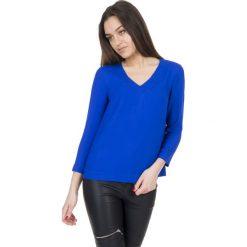 Szafirowa bluzka z dekoltem w literkę V BIALCON. Niebieskie bluzki damskie BIALCON, wizytowe, dekolt w kształcie v. W wyprzedaży za 90.00 zł.