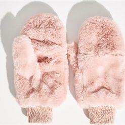 Puszyste rękawiczki - Różowy. Czerwone rękawiczki damskie Sinsay. Za 29.99 zł.