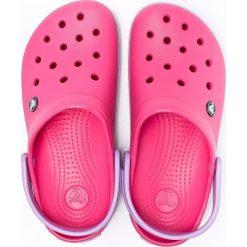 Crocs - Klapki. Różowe klapki damskie Crocs, z materiału. W wyprzedaży za 169.90 zł.