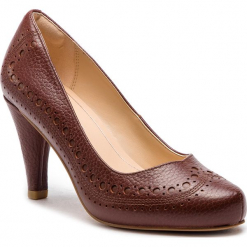 Półbuty CLARKS - Dalia Ruby 261349454  Tan Leather. Brązowe półbuty damskie Clarks, z materiału. W wyprzedaży za 319.00 zł.