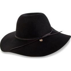Kapelusz GUESS - AW7881 WOL01 BLA. Czarne czapki i kapelusze damskie Guess, z materiału. W wyprzedaży za 179.00 zł.