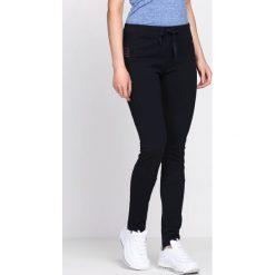 Granatowe Spodnie Dresowe Along. Szare spodnie dresowe damskie Born2be, z dresówki. Za 34.99 zł.