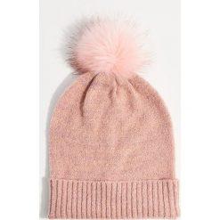 Czapka z pomponem - Różowy. Czerwone czapki i kapelusze damskie Mohito. Za 39.99 zł.