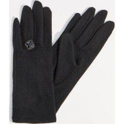 Wełniane rękawiczki z biżuteryjnym detalem - Czarny. Czarne rękawiczki damskie Mohito, z wełny. Za 49.99 zł.