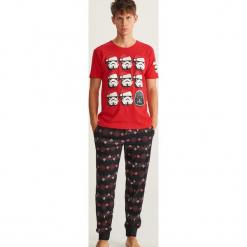 Piżama z nadrukiem Star Wars - Czerwony. Czerwone piżamy męskie Reserved, z motywem z bajki. Za 99.99 zł.