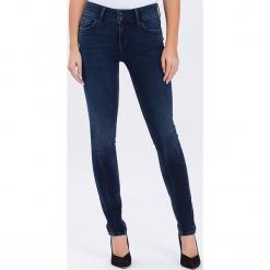 """Dżinsy """"Melinda"""" - Skinny fit - w kolorze granatowym. Niebieskie jeansy damskie Cross Jeans. W wyprzedaży za 136.95 zł."""