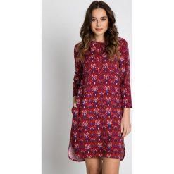 Wzorzysta sukienka z kieszeniami  BIALCON. Szare sukienki damskie BIALCON, na wiosnę, ze stójką, z długim rękawem. Za 265.00 zł.