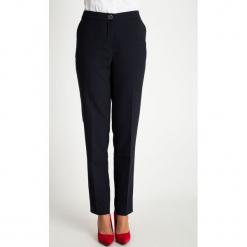 Ciemnogranatowe spodnie w kropki QUIOSQUE. Szare spodnie materiałowe damskie QUIOSQUE, w kropki, z tkaniny. W wyprzedaży za 139.99 zł.