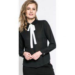 Answear - Koszula. Czarne koszule damskie ANSWEAR, z poliesteru, casualowe, z klasycznym kołnierzykiem, z długim rękawem. W wyprzedaży za 49.90 zł.
