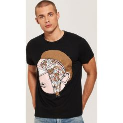 T-shirt z nadrukiem Rick and Morty - Czarny. Czarne t-shirty męskie House, z nadrukiem. Za 49.99 zł.
