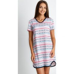 Piżama koszula nocna z azteckim wzorem QUIOSQUE. Zielone koszule nocne damskie QUIOSQUE, w kolorowe wzory, z bawełny. W wyprzedaży za 79.99 zł.