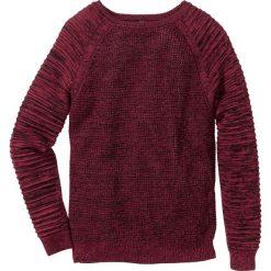 Sweter w strukturalny wzór Regular Fit bonprix bordowy melanż. Swetry przez głowę męskie marki Giacomo Conti. Za 59.99 zł.