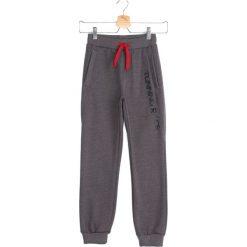 Szare Spodnie Dresowe Quiet Storm. Szare spodnie sportowe dla chłopców Born2be, z dresówki. Za 39.99 zł.
