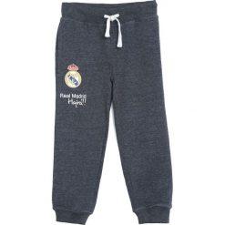 Ciemnoszare Spodnie Dresowe Bast Chance. Szare spodnie sportowe dla chłopców Born2be, z dresówki. Za 49.99 zł.