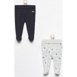 Spodnie ze stópkami 2 pack - Granatowy. Spodnie materiałowe dla chłopców marki Reserved. W wyprzedaży za 29.99 zł.
