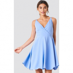 Trendyol Sukienka na podwójnych ramiączkach - Blue. Niebieskie sukienki damskie Trendyol, z podwójnym kołnierzykiem, na ramiączkach. Za 161.95 zł.