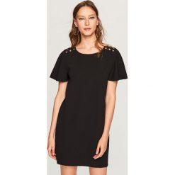 Sukienka z szerokimi rękawami - Czarny. Czarne sukienki damskie Reserved. W wyprzedaży za 39.99 zł.