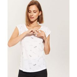 T-shirt z nadrukiem all over - Biały. Białe t-shirty damskie House, z nadrukiem. Za 25.99 zł.