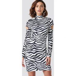 NA-KD Trend Sukienka z wycięciami na ramionach - White,Multicolor. Białe sukienki damskie NA-KD Trend. Za 121.95 zł.