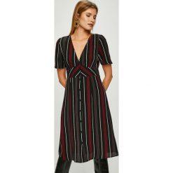 Answear - Sukienka. Brązowe sukienki damskie ANSWEAR, z elastanu, casualowe, z krótkim rękawem. Za 149.90 zł.