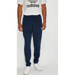 Adidas Originals - Spodnie. Szare spodnie sportowe męskie adidas Originals. Za 279.90 zł.