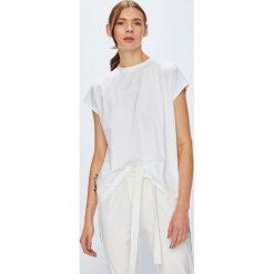 Calvin Klein Jeans - Top. Szare topy damskie Calvin Klein Jeans, z aplikacjami, z bawełny, z okrągłym kołnierzem, z krótkim rękawem. Za 199.90 zł.