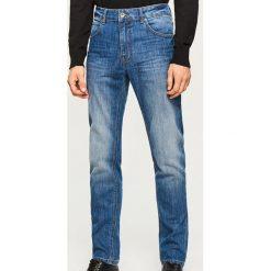 Jeansy slim fit Thermolite® - Niebieski. Jeansy męskie marki bonprix. W wyprzedaży za 69.99 zł.