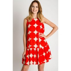 Biało-czerwona sukienka z falbaną u dołu BIALCON. Białe sukienki damskie BIALCON, na lato, w grochy, z materiału, z falbankami, z długim rękawem. Za 325.00 zł.