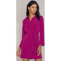 Trendyol Sukienka wiązana z talii - Pink,Purple. Sukienki damskie Trendyol, w paski, z poliesteru. W wyprzedaży za 42.59 zł.