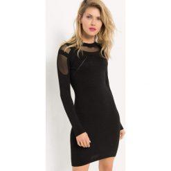 Sukienka z metaliczną nitką. Czarne sukienki damskie Orsay, w ażurowe wzory, z dzianiny, z okrągłym kołnierzem. Za 119.99 zł.