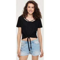 T-shirt z wiązaniem - Czarny. T-shirty damskie marki DOMYOS. W wyprzedaży za 14.99 zł.