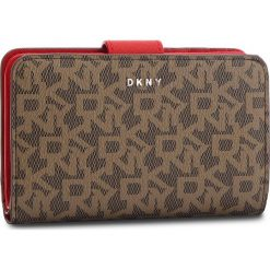 Duży Portfel Damski DKNY - Bryant Sm Carryall R831J659 Mocha Logo-Rog M68. Brązowe portfele damskie DKNY, ze skóry ekologicznej. Za 419.00 zł.