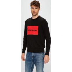 Calvin Klein Jeans - Sweter. Czarne swetry przez głowę męskie Calvin Klein Jeans, z bawełny, z okrągłym kołnierzem. Za 399.90 zł.