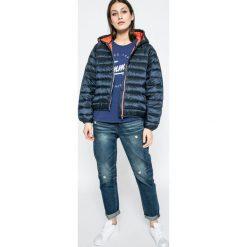 Tommy Jeans - Top. Szare topy damskie Tommy Jeans, z nadrukiem, z bawełny, z okrągłym kołnierzem, z krótkim rękawem. W wyprzedaży za 99.90 zł.