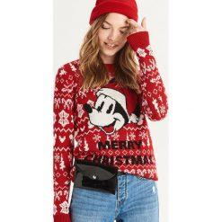 Świąteczny sweter Mickey Mouse - Czerwony. Czerwone swetry damskie Sinsay. Za 69.99 zł.