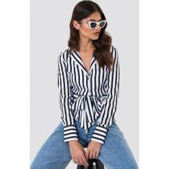 NA-KD Trend Koszula w paski z wiązaniem - Black,White. Białe koszule damskie NA-KD Trend, w paski, z poliesteru. Za 161.95 zł.